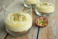 Een makkelijk mango cheesecake toetje wat je van tevoren kunt bereiden. Frisser dan gewone cheesecake en lekker zoet door de mango.