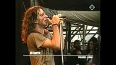 I'm Eddie Vedder and I Sing (+playlist)  what an understatement. This video is awesome