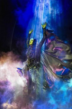 Wicked - OFFICIAL London Website - Gallery - Pictures From The Show