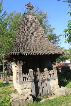 Vernacular Architecture, Gothic Architecture, Architecture Details, Visit Romania, Rural House, Entrance Ways, Small Buildings, Log Cabin Homes, Traditional House