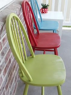 Refinished Chairs {Tutorial} - Think I will do this for my old chairs and set them on the porch! Refinished Chairs, Painted Chairs, Painted Furniture, Spray Paint Chairs, Furniture Projects, Furniture Makeover, Home Projects, Diy Furniture, Kitchen Chair Makeover