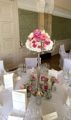 Hochzeitsdekorationen im Rhein-Main Gebiet, Rheingau, Wiesbaden, Mainz. Silberleuchter mit Blumenkugel