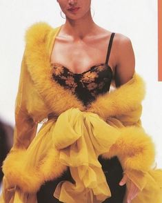 "tanya Malhotra on IG: ""Gail Elliott, Dolce and Gabbana 1991 - Carpets Mag Look Fashion, Runway Fashion, High Fashion, Fashion Show, Fashion Outfits, Fashion Design, Fashion Trends, Fashion Coat, Ladies Fashion"