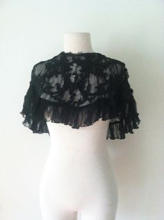 Victorian Antique Black Lace Capelet 1900 by iDeclareVintage Victorian Collar, Victorian Steampunk, Victorian Era, Gothic Fashion, Women's Fashion, Goth Women, Black Laces, Larp, Capes