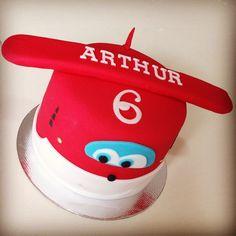 6 meses do Arthurzinho! nozes com doce de leite! #superwings #pastaamericana #cakedesign