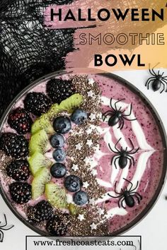 This spooky Halloween Smoothie Bowl is the perfect way to start your morning in October! It's festive and full of nutrient packed ingredients so you can start your day off right. It's a great Halloween breakfast idea for kids and also a great choice to serve as a healthy dessert. Easy Halloween Snacks, Halloween Breakfast, Healthy Halloween, Halloween Desserts, Breakfast For Kids, Halloween Drinks, Spooky Halloween, Holiday Pies, Holiday Cupcakes