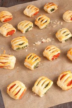 Puff pastry rolls with two types of filling-Blätterteigröllchen mit zweierlei Füllung Crispy small puff pastry rolls with two fillings: spinach ricotta and tomato peppers. Great for the party buffet or as a small snack. Brunch Recipes, Appetizer Recipes, Snack Recipes, Cookie Recipes, Party Finger Foods, Snacks Für Party, Think Food, Food Inspiration, Food Porn
