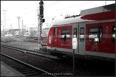 [2009 - Dusseldorf - Alemanha / Alemania / Germany] #fotografia #fotografias #photography #foto #fotos #photo #photos #local #locais #locals #cidade #cidades #ciudad #ciudades #city #cities #europa #europe #street #streetview #turismo #tourism #comboio #comboios #tren #trenes #train #trains