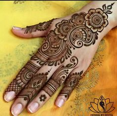 Henna Design Step by Step Images Gallery - Latest Easy Henna Tattoo Designs Step by Step for beginner. this is the best henna design that easy to draw Henna Hand Designs, Eid Mehndi Designs, Mehndi Designs Finger, Mehndi Designs For Beginners, Wedding Mehndi Designs, Mehndi Designs For Fingers, Latest Mehndi Designs, Simple Mehndi Designs, Henna Tattoo Designs