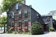 Originally constructed in 1798, The Parker Borden House, located in Bristol is an authentic example of Federal architecture.