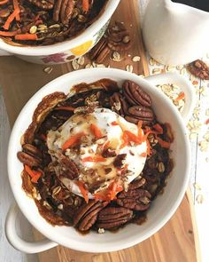 Warm and comforting breakfast recipe. Love making this for a weekend brunch. This carrot cake baked oatmeal is a healthy, breakfast twist on a classic dessert. This recipe is also vegan and absolutely delicious. Vegan Breakfast Recipes, Vegan Recipes, Cooking Recipes, Breakfast Healthy, Vegan Meals, Healthy Recipe Videos, Dinner Recipes, Carrot Cake Oatmeal, Baked Carrots