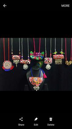 New jewerly stand diy creative Ideas Fancy Jewellery, Thread Jewellery, Textile Jewelry, Stylish Jewelry, Fabric Jewelry, Fashion Jewelry, Jewelry Crafts, Jewelry Art, Beaded Jewelry