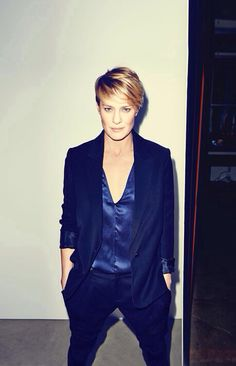 "Robin Wright: Chick has been looking all kinds of ""right"" in House of Cards and I'm here for it."