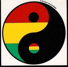 Yin-Yang: A taijitsu interpreted in Reggae Rasta style. Reggae Rasta, Rasta Art, Rasta Tattoo, Yen Yang, Bob Marley Art, Fox Tattoo Design, Jah Rastafari, Yin Yang Tattoos, Rasta Colors