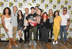 Maisie RichardsonSellers Phil Klemmer Courtney Ford Matt Ryan Nick Zano Caity Lotz Brandon Routh Keto Shimizu Jes Macallan Tala Ashe and Dominic. Legends Of Tomorrow Cast, Legends Of Tommorow, Nick Zano, Maisie Richardson Sellers, Flash Funny, Brandon Routh, Dominic Purcell, Cw Dc, John Constantine