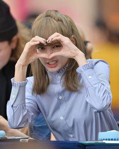 Love You lisa ❤️❤️❤️❤️ Blackpink Lisa, Jennie Blackpink, Kpop Girl Groups, Korean Girl Groups, Kpop Girls, Wallpeper Tumblr, Lisa Blackpink Wallpaper, Blackpink Members, Black Pink Kpop