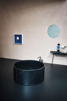 Agape | Bathtubs | Freestanding In Out Black Marble Bathtub
