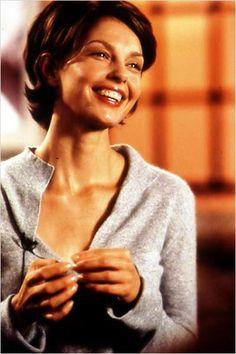 Hermoso corte de cabello en una hermosa mujer.