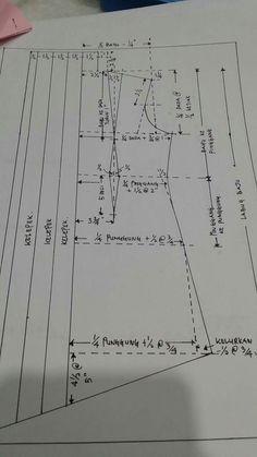 41 Ideas For Dress Pattern Lace Sewing Tutorials Kebaya Lace, Batik Kebaya, Tunic Sewing Patterns, Clothing Patterns, Pola Kebaya Kutubaru, Kebaya Moden, Pattern Making Books, Blouse Batik, Pattern Drafting