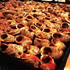 TOP 10: CARACOLES EN BARCELONA – #dondesibcn Pepperoni, Sausage, Barcelona, Pizza, Meat, Food, Stuffed Strawberries, In Season Produce, Raw Materials