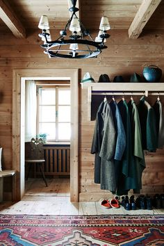 The owners of this newbuild in the Austrian Alps called on designer Tino Zervudachi to help them replicate the feel of the traditional fishing lodge. Chalet Chic, Ski Chalet Decor, Alpine Chalet, Swiss Chalet, Swiss Alps, Regency House, Chalet Interior, Interior Design, Rustic Homes