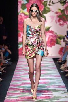 Blumarine Spring 2020 Ready-to-Wear Fashion Show - Vogue Fashion Week, Fashion 2020, Runway Fashion, Fashion Models, Spring Fashion, Fashion Brands, High Fashion, Womens Fashion, Dubai Fashion