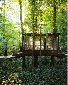 How To Build A Treehouse ? This Tree House Design Ideas For Adult and Kids, Simple and easy. can also be used as a place (to live in), Amazing Tiny treehouse kids, Architecture Modern Luxury treehouse interior cozy Backyard Small treehouse masters Nature Living, House Restaurant, Forest Restaurant, Restaurant Design, In The Tree, Cabins In The Woods, House In The Woods, Earthship, Play Houses