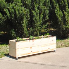 DIY raised garden bed - on wheels!   Aren't quite sure where the sun is going to be?  Want to plan in a location that isn't convenient to a water source?  Concerned about protecting your plants in a late frost?  This is your solution!