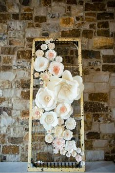 Décoration of an old door with flowers