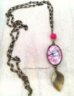 Collier bronze Les Belles Images de Melletincelle✭ pendentif ovale cabochon verre motif Liberty rose oiseau ,perle : Collier par les-creations-de-melletincelle