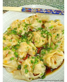 Thermie - Cooking Gallery: Szechuan Wontons Mix the mixture in Thermomix and steam in varoma. Wrap Recipes, Asian Recipes, Dinner Recipes, Ethnic Recipes, Szechuan Recipes, Sushi Comida, Seafood Recipes, Cooking Recipes, Gnocchi Recipes