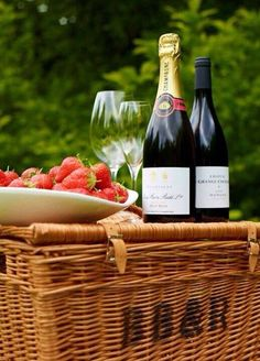 champagne & strawberries picnic
