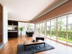 【公式:ダイワハウスの住宅商品xevoΣ(ジーヴォシグマ)のサイト】暮らしがイメージできるxevoΣの外観・内観をご紹介しています。 Modern Interior, Interior Design, Future House, Dining Room, Cottage, Houses, House Design, Windows, Architecture
