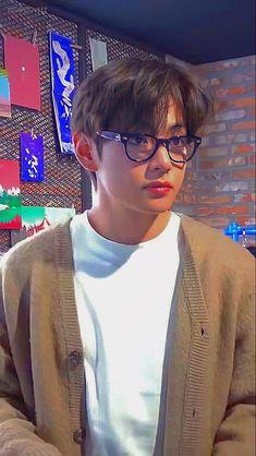 V Taehyung, Bts Jungkook, V Smile, Bts Kim, V Bts Cute, V Bts Wallpaper, Sarada Uchiha, Bts Korea, Album Bts