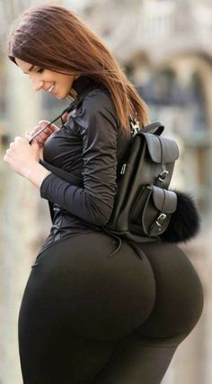 A young lady dresses to excite the public Botas Sexy, Phat Azz, Voluptuous Women, Sexy Curves, White Girls, Sexy Ass, Sexy Women, Beautiful Women, Womens Fashion