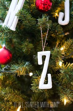 monogram-ornaments-g
