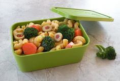 School Lunch Recipes and Tips Healthy School Lunch Recipes and Tips (Vegetarian, Vegan, and Everyone Else!)Healthy School Lunch Recipes and Tips (Vegetarian, Vegan, and Everyone Else! Veggie Lunch Ideas, Pasta Recipes For Lunch, School Lunch Recipes, Healthy School Lunches, Vegan Lunch Recipes, Vegan Lunches, Lunch Snacks, Healthy Snacks, Lunchbox Ideas