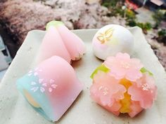 Try your hand at making wagashi, the traditional Japanese sweets served with green tea. KyoTours can provide English guidance for a fun wagashi workshop experience. Cute Snacks, Cute Desserts, Asian Desserts, Gourmet Desserts, Plated Desserts, Dessert Chef, Kawaii Dessert, Japanese Sweets, Japanese Wagashi