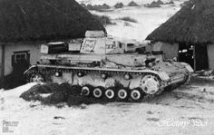 Panzerkampfwagen IV (7,5 cm Kw.K. L/24) mit Kalkanstrich (Sd.Kfz. 161) Ausf. F Eastern front, winter 1941-42. This Panzer IV has been painted with a winter white wash.