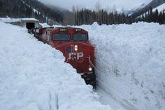 Die kanadische Eisenbahn. Bei uns wäre der Zug längst ausgefallen.   Webfail - Fail Bilder und Fail Videos
