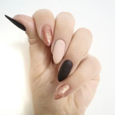 Model: Material: No harsh adhesives that would damage your nails Formaldehyde Free. Keeping toxic chemicals and compounds away from your nails. Matte Nails, Black Nails, Pink Nails, Matte Black, Love Nails, My Nails, Uñas Color Coral, Pretty Nail Designs, Super Nails