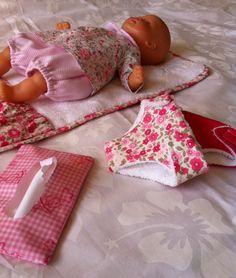 "Kit ""petite maman"" et sac à langer, poupon 30 cms."