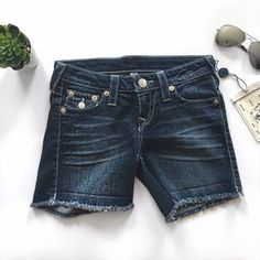I just discovered this while shopping on Poshmark: True Religion Mid Cut Off Shorts With Flaps. Check it out! Price: $70 Size: 25