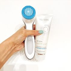 ageLOC® Lumispa Beauty Device Debut Kit with 1 New Cleanser Nu Skin, Minimize Pores, How To Exfoliate Skin, Eye Makeup Remover, En Stock, Facial Cleansing, Combination Skin, Sensitive Skin, Cleanser