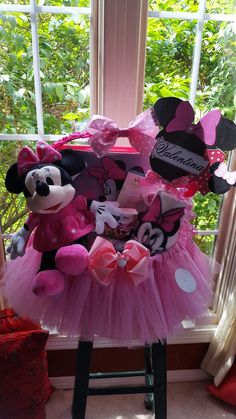 Minnie Mouse 1st Birthday Gift Basket special order made by Norma's Unique Gift Baskets.$60. Birthday Gift Baskets, 1st Birthday Gifts, Easter Gift Baskets, Christmas Gift Baskets, Valentine Baskets, Minnie Mouse 1st Birthday, Bunny Crafts, Jar Gifts, Gifts For Kids