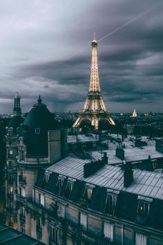 Toits de Paris- France- Eiffel Tower on a gloomy day-grey clouds Paris Photography, Travel Photography, Photography Lighting, Photography Tips, Eiffel Tower Photography, Landscape Photography, Freelance Photography, Cityscape Photography, Photography Classes