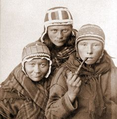 Long before Norway, Sweden, or Finland inscribed the names of their countries on the map of northern Europe, the Sami people roamed the Arctic terrains We Are The World, People Of The World, Rare Photos, Old Photos, Antique Photos, Vintage Photos, Norway Girls, Tribal People, Historical Pictures