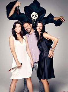 Neve, David & Courteney SCREAM 4 Entertainment Weekly Outtake via neve-campbell Movies Showing, Movies And Tv Shows, Scream Movie, Scream Cast, Neve Campbell, Classic Horror Movies, Iconic Movies, Horror Icons, Best Horrors