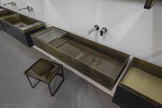 Il #mattino ha l'#oro in bocca! OTHO - #design Massimo Del Monte - Collezione di #lavabi e #specchiere in #ottone trattato e #ferro verniciato. www.signweb.it/collezioni-bagno-sign-2014/