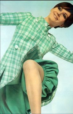 1967 Nicole de la Marge in a charming checked wool tunic worn over silk bouffant culottes by Guy Laroche, photo by David Bailey, French Vogue March unique vintage fashion mod plaid green white jacket tunic puff ballon pants shorts mod Fashion Mag, Sixties Fashion, Retro Fashion, Fashion Vintage, Guy Laroche, David Bailey Photography, Vintage Fashion Photography, Colorful Fashion, Fashion History